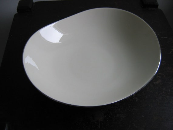 Eva Zeisel design for Castleton, Serving Dish, bowl.  Looks like Museum except for silver rim.   Symmetra.  Vintage white Porcelain.