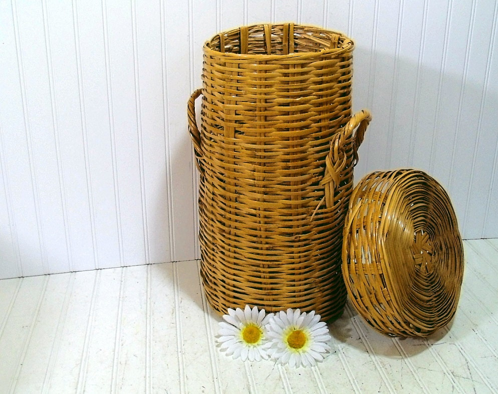 Handmade Small Baskets : Natural wicker woven basket with lid vintage small handmade