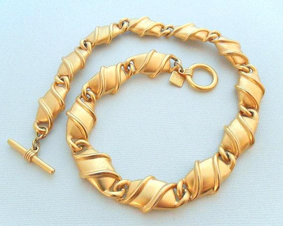 Anne Klein Collar Choker Necklace -  Satin Gold Tone Linked  w/ Toggle Clasp, Lion Hallmark, Vintage AK