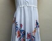 SALE - 70s White with Bright Flowers Shirt Dress/Hawaiian/Beach/Boho Hippie/Kawaii/Summer Dress/Full Skirt/Short Sleeves - size 3