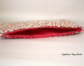 Pouch w/ zipper - Flowers in Pink Fabric