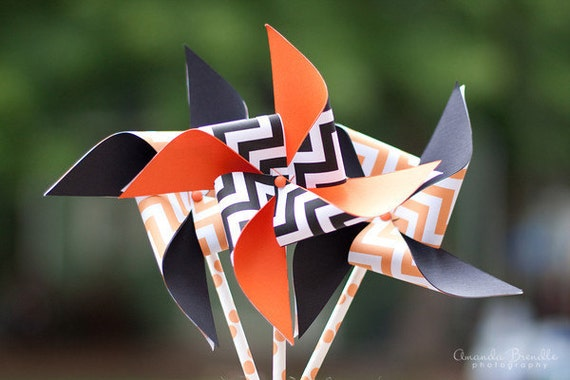 HALLOWEEN SALE Halloween Chevron Orange and Black Pinwheels on Paper Straws set of 4