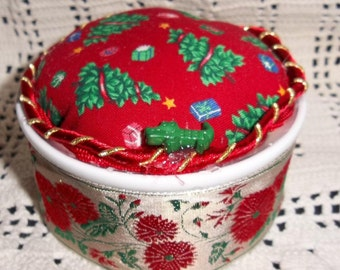 PINCUSHION Christmas Tree Red Green Gold Signed