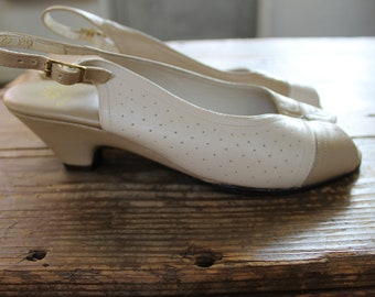 vintage taupe and white eggshell colorblock slingback softspots kitten heels // women's size 7