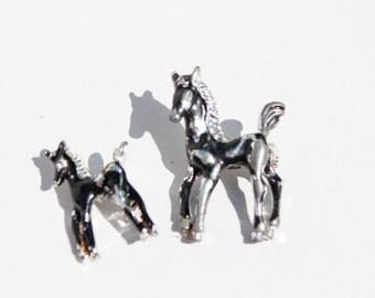 horse pins . brooch pair : black and silver