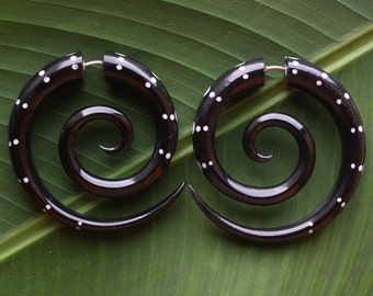 OCTO Fake Gauge Earrings - Hand Carved Horn with White Resin Inlay - Black Spiral Hoops