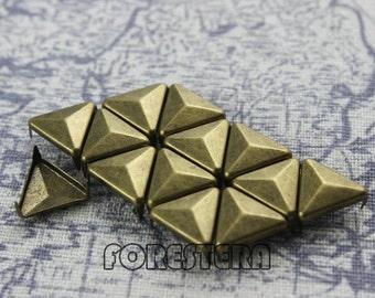 300Pcs 12mm Antique Brass Triangle Studs (BT12)