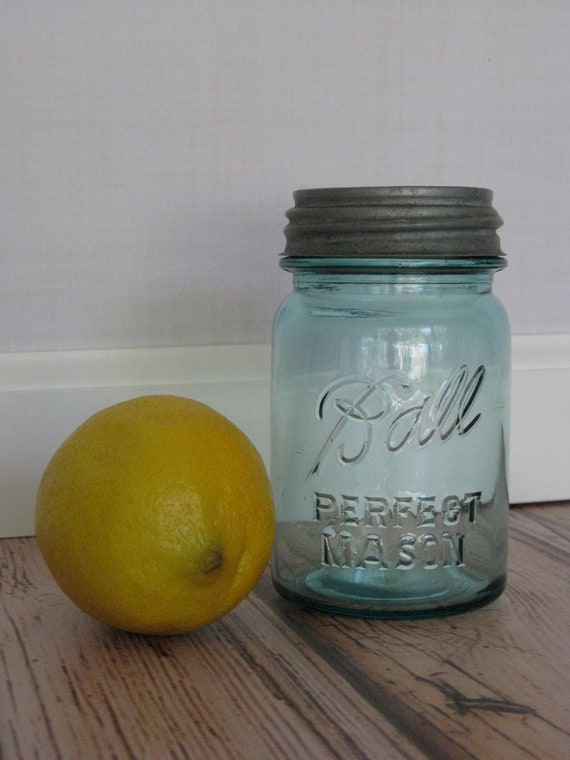 Pint Size Aqua Blue Ball Jar w/ Zinc Lid