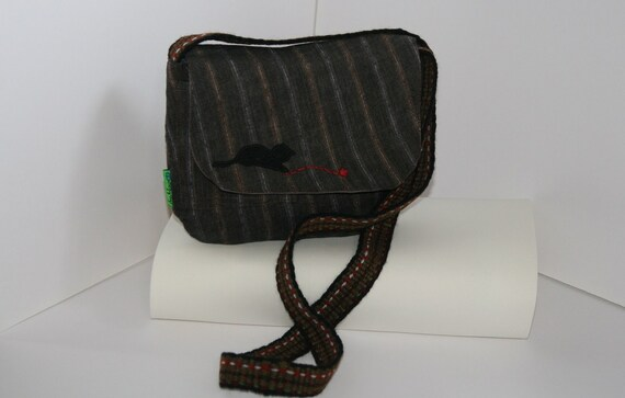 Small cross body bag, with an appliquéd kitten. Made from upcycled fabric in the UK.