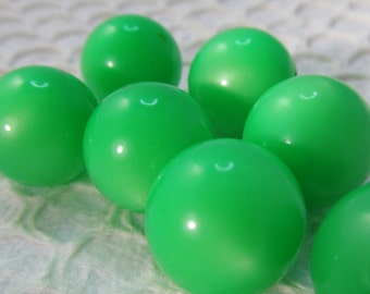 16 Vintage Apple Green 15mm Moonglow Lucite Beads Bd214