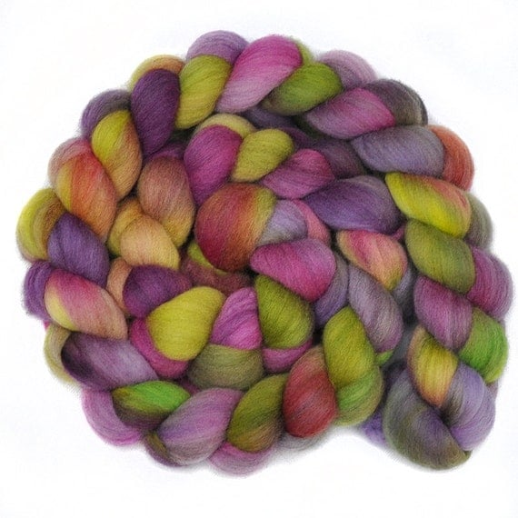 Handpainted roving - LILAC LANE - Merino wool spinning fiber, 4.2 ounces