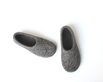 Organic wool Felted slippers for women - felt wool slippers - handmade wool house shoes- 100% natural sheep's wool - dark grey