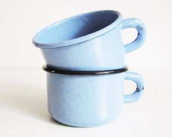 VINTAGE enamel CUPS, use fror kitchen and home decor.