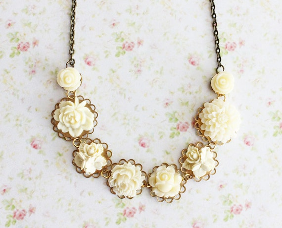Ivory Flower Necklace. Bohemian. Romantic. Delicate. Whimsical. Floral Jewelry. Ivory White Flowers. Fall. Autumn. Bridal Necklace. Wedding.