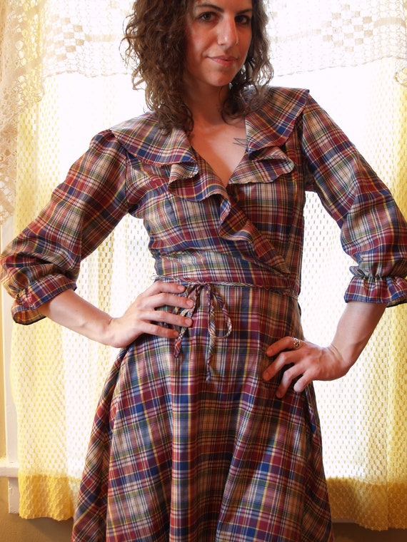 10 Dollar Dress Sale - 1970s Vintage Neutral Plaid Ruffle Long-Sleeve Dress - Ho-Down Line Dancin' Dress