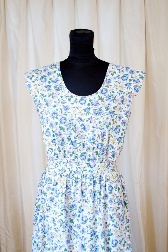 1940's Floral Pinafore Dress with Scallop Edges and Carved Buttons