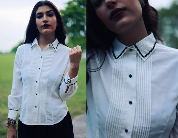 5-15 DOLLAR SALE //// Vintage 1980s Black and White Embroidered Collar Blouse