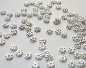 100 daisy spacer beads beaded rondelle shiny silver plated 4mm PLF1022Y-S