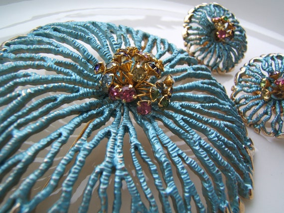 Vintage RARE Underwater Starburst Multicolor Crystals Pin Brooch and Earrings