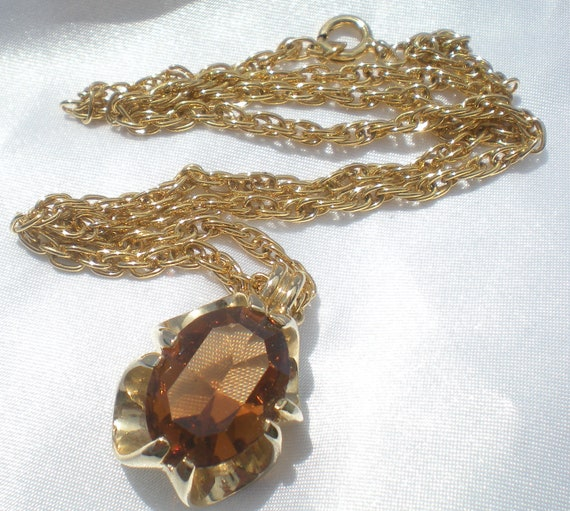 Amber honey colored stone set in gold tone necklace
