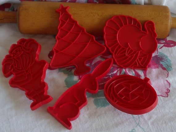 Tupperware Vintage Collectible Cookies Cutters - Set of 5 Red Plastic
