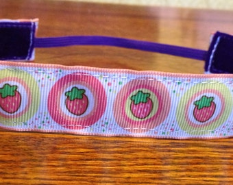 NOODLE HUGGER Non slip ribbon headband - summery strawberries - 7/8 inch (running, working out, everyday: women and girls)