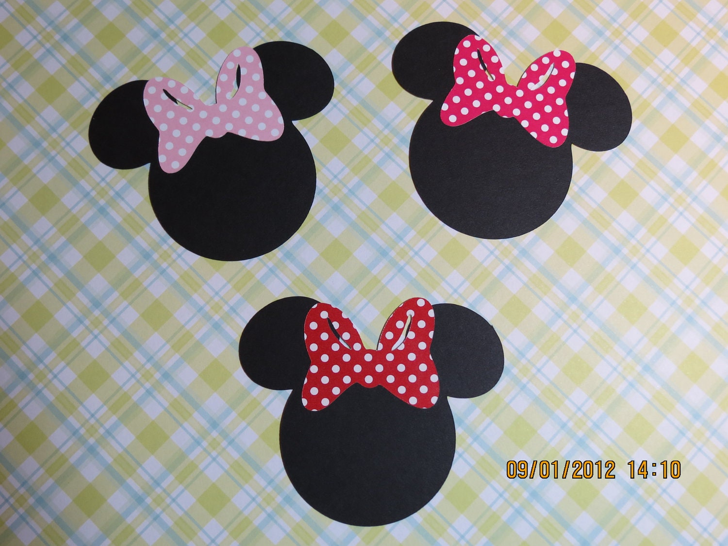 3 minnie mouse silhouette with bow
