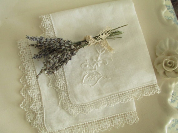 Two  Vintage Handkerchiefs - Doily -  Embroidery - White Cotton - Accessories
