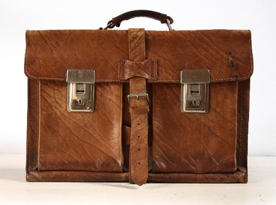 SHABBY but chic vintage french real leather SCHOOLBAG - BRIEFCASE with great patina