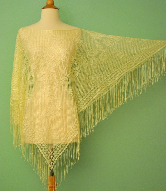 Vintage Ivory Fringe Shawl - Delicate Rose Lace Poncho - Very Boardwalk Empire Flapper Girl 1920s 1930s