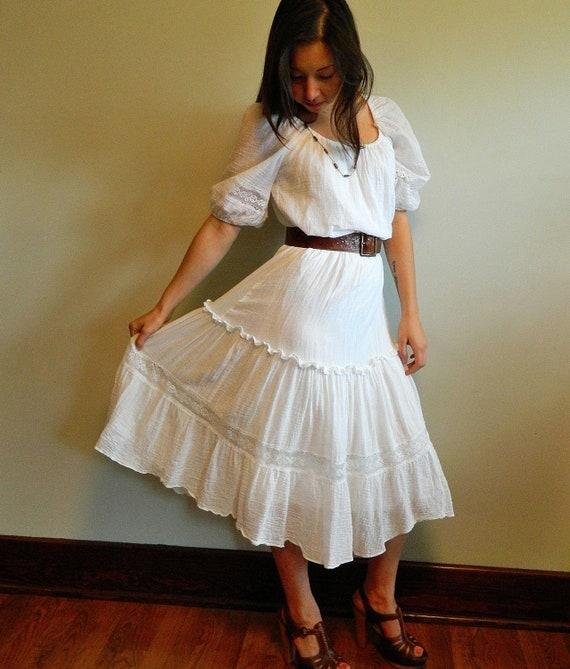 vtg 70s lovely lace n cotton gauze white prairie gypsy dress .. sexy off shoulder midi peasant