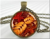 Autumn Leaf Necklace Pendant Jewelry Fall Season Leaves Art Collage Charm Picture Jewelry (068RB)