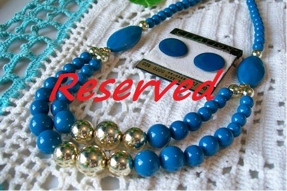 RESERVED . . . . . . . . . . . . . . . . . . . . . . . . . Vintage Bead NECKLACE and EARRINGS Lot Ocean Blue Dark Turquoise Pierced Disc