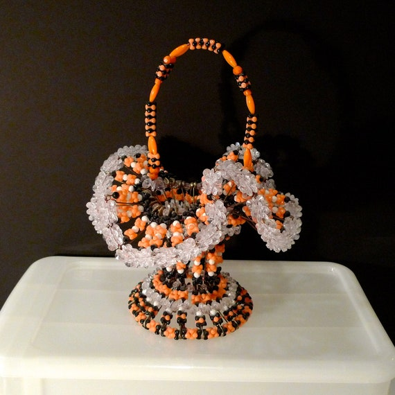 Halloween beaded basket safety pin basket orange and black for Safety pin and bead crafts