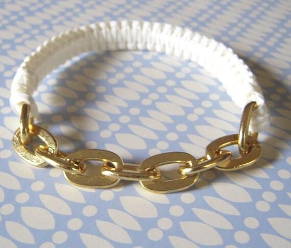 how to close plastic lace bracelet