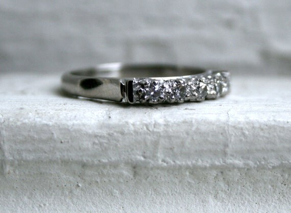 Lovely Vintage 10K White Gold Diamond Wedding Band.