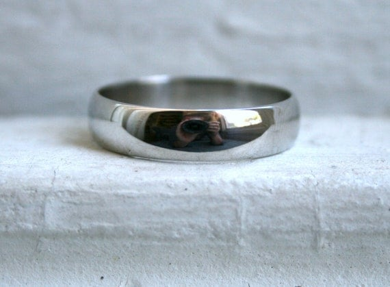 Classic Men's Vintage Platinum Wedding Band.