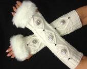 Arm warmer Womens fingerless gloves with Italian buttons - Faux Fur Cuffs  Armwarmer - Glove mitten - White Gray