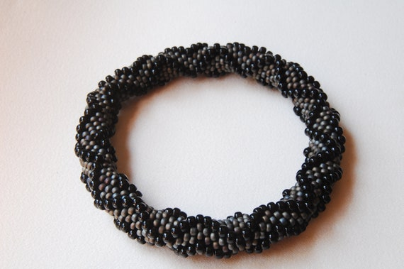 Bead Crochet Bangle: All-Around Dimensional Zig Zag