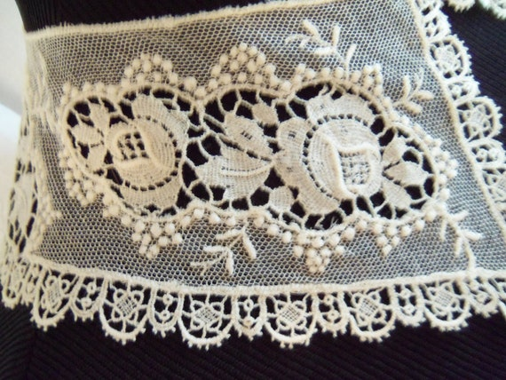 Vintage Victorian lace collar with roses.  Ecru lace, beautiful