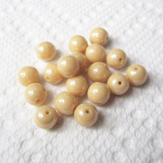 Round Pastel Yellow Glass Beads - 18 Beads, 8 mm