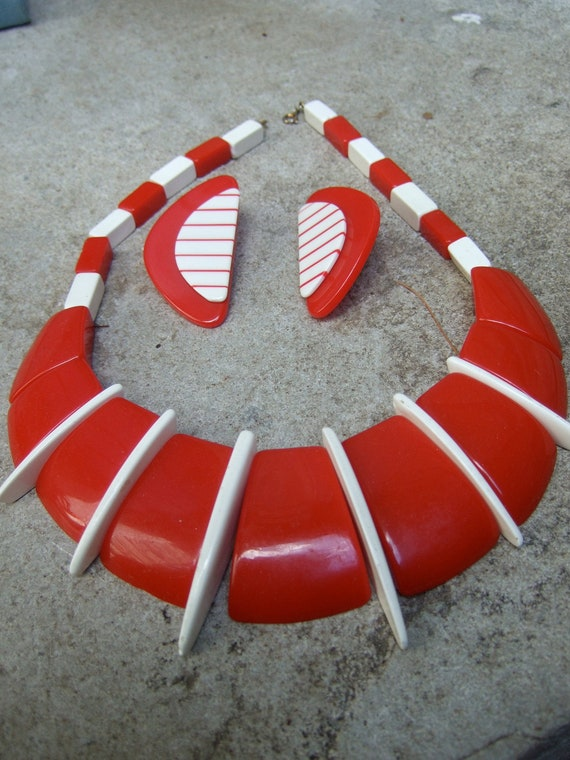 Dramatic Red & White Resin Bold Necklace Earring Set  c 1980