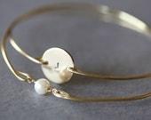 Custom Initial disc and single pearl bracelet, Personalized Jewelry, Initial Monogram Bracelet,Bridesmaids ,wedding favor , typewriter