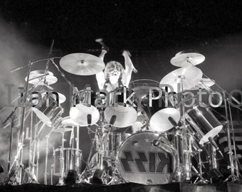 kiss  (drummer Peter Criss)  8x12  1977 Photo                              Image registered at the United States Copyright Office