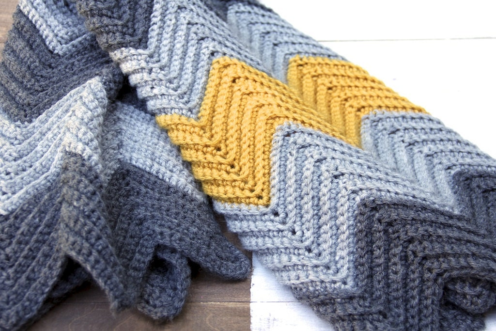 Zig Zag Knitting Pattern Baby Blanket : New crochet pattern for baby chevron blanket