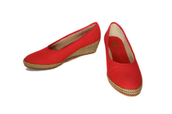 1970s Red Espadrille Wedges by Beacon - Summer Spring Heels - Straw Canvas Wedge - Size 9 1/2