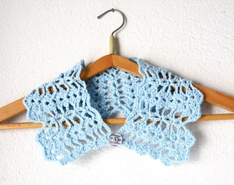 ON SALE Crochet Lace Collar vintage button, Cynthia Collar, detachable fashion in sky blue color, ready to ship