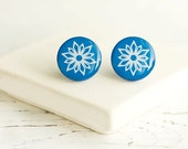 Snowflakes Posts, Snowflake Ornament, Blues and White, Winter Earrings, FREE shipping - HelgaYutt