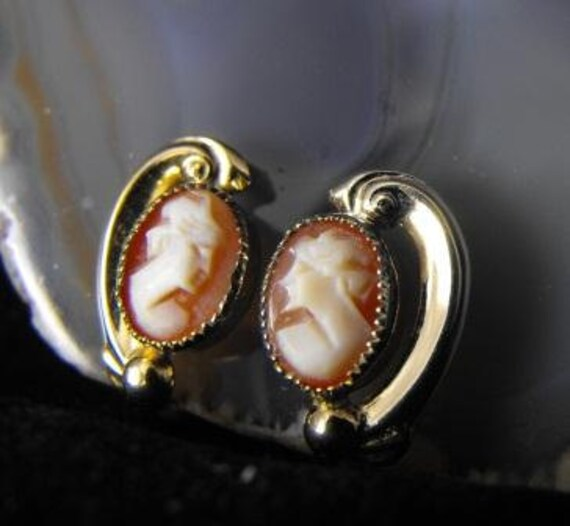 Shell Cameos Vintage Earrings 12k Gold Filled Screwbacks