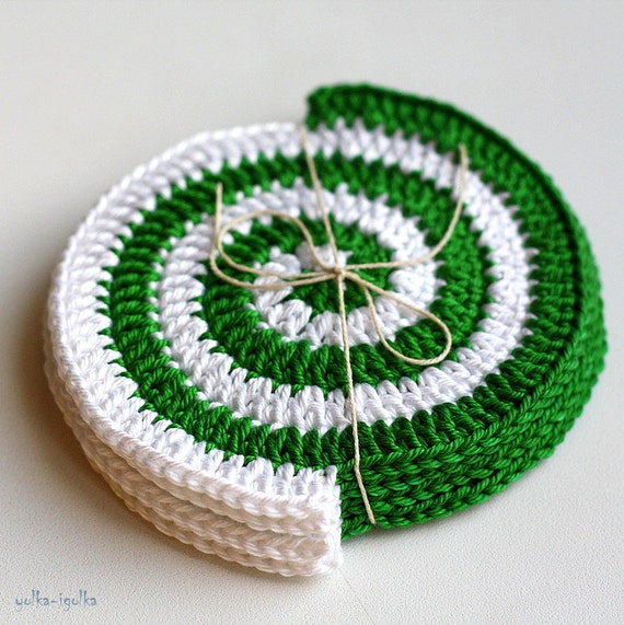 Crochet Coasters. Set of 4 pcs. Spiral. Green-White. Placemat doilies.